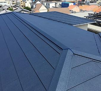 他金属より勝るガルバリウム鋼板の屋根材