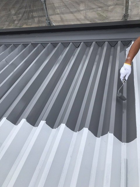 折板屋根中塗り