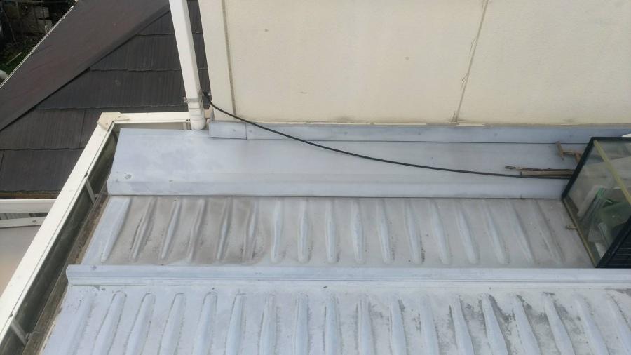 長浜市にてトヨタホームのお家の板金屋根雨漏りの修理工事