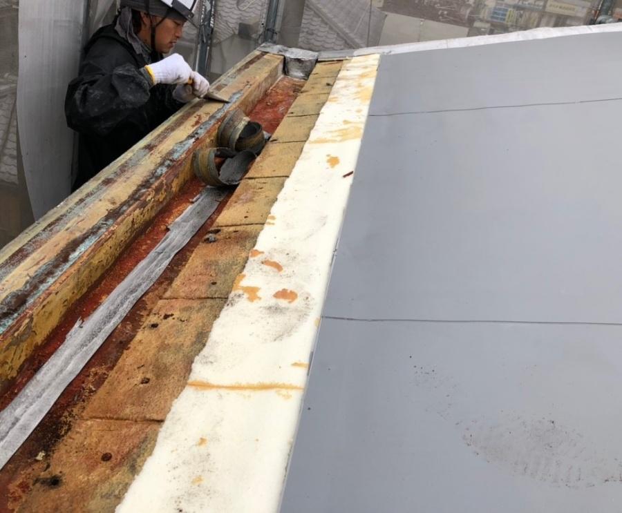 米原市のアパートの屋根防水工事写真②