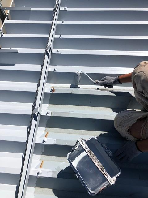 折板屋根下塗り (4)