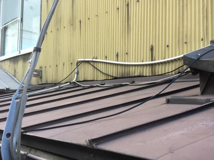 長浜市にて雨漏れした板金屋根、雨樋の現地調査を行いました。