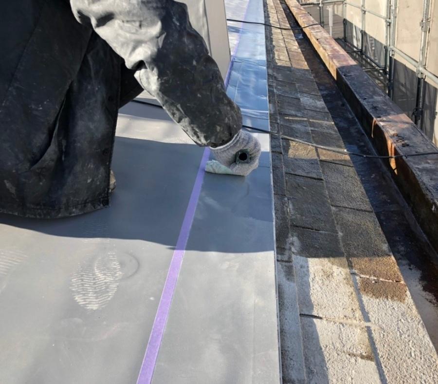 米原市アパート屋根防水先端部分施工④