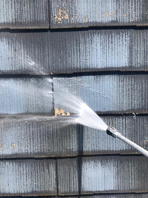 彦根市で、築20年カラーベスト屋根塗装工事を行いました。