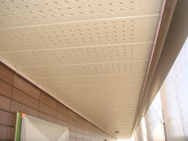 軒天裏換気の有孔板(全面穴が開いてるもの)