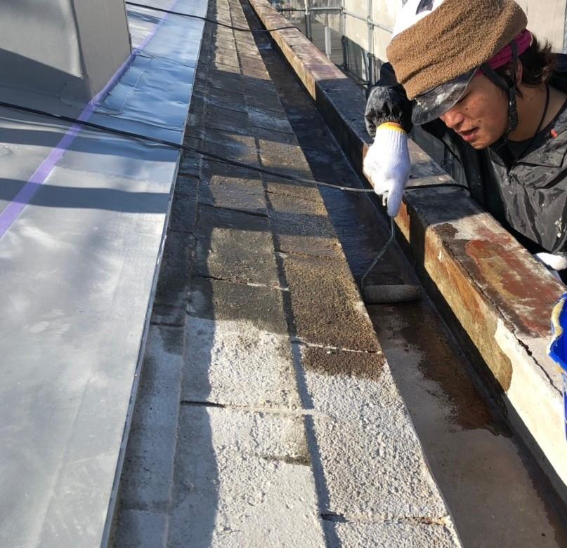 米原市のアパートの屋根防水工事写真①