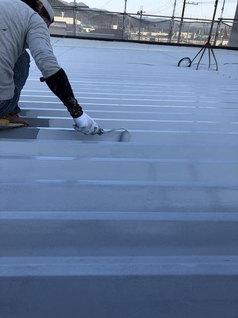 折板屋根下塗り (2)
