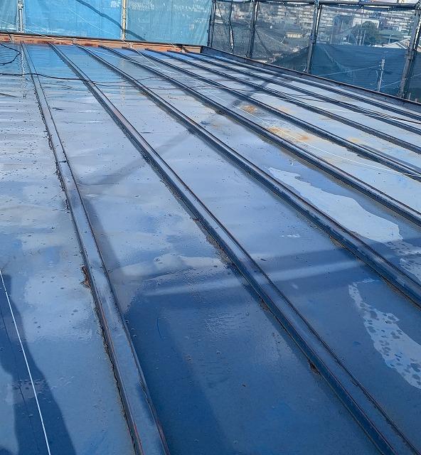 米原市で、瓦棒屋根の塗装工事のご依頼を頂きました。
