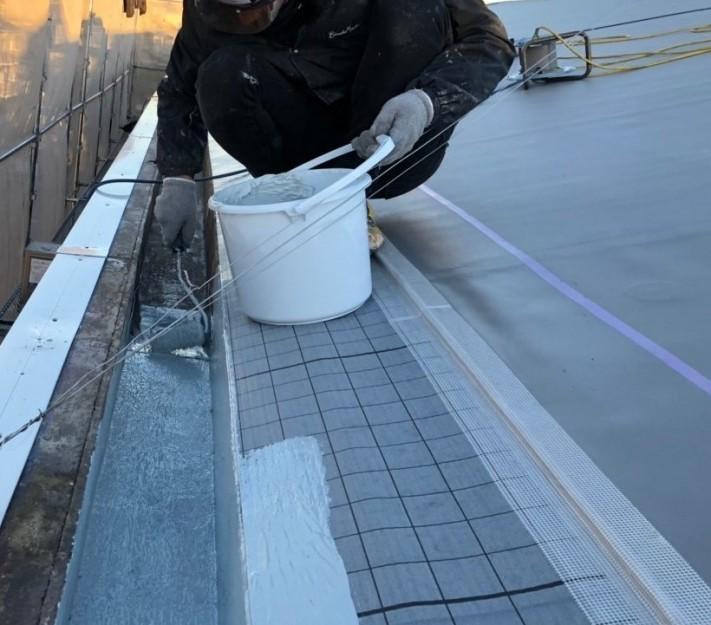 米原市アパート屋根防水先端部分ウレタン防水②