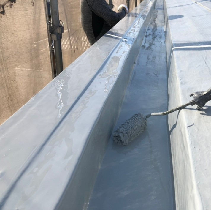 米原市アパート屋根防水先端部分ウレタン防水⑧